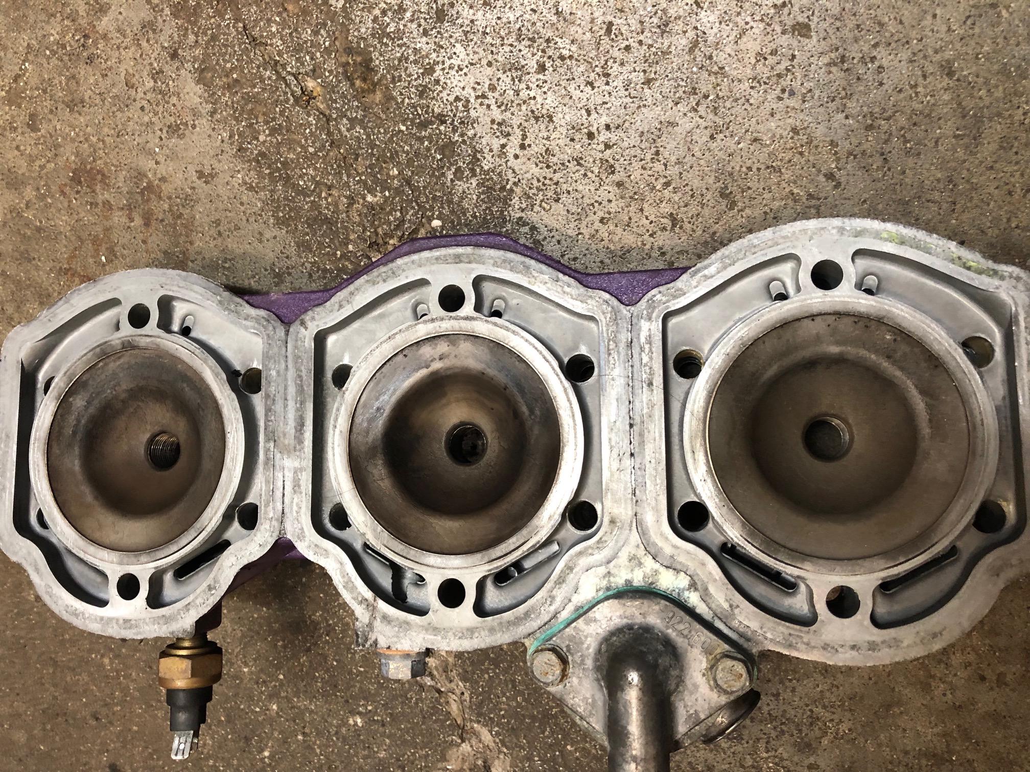 1998 Mach 1 700 cylinder head